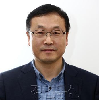 22김영진 국립이천호국원장.jpg
