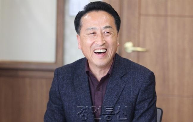 22 김홍성.jpg