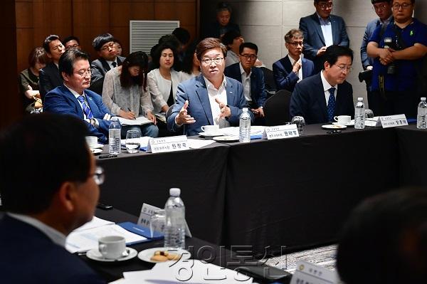 22염태영 시장, 전국시장군수구청장협의회 회장 선출.jpg