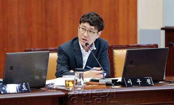 22군포시의회 행감특위 이우천 의원.jpg