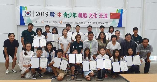 22중국 위해시 IVY국제학교 지도자 및 청소년 국제교류 기념촬영 모습.jpg