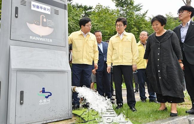 조명래 환경부 장관, 수원시 폭염대응 사업 점검 2.jpg