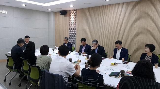22인구정책위원회 회의 모습.jpg
