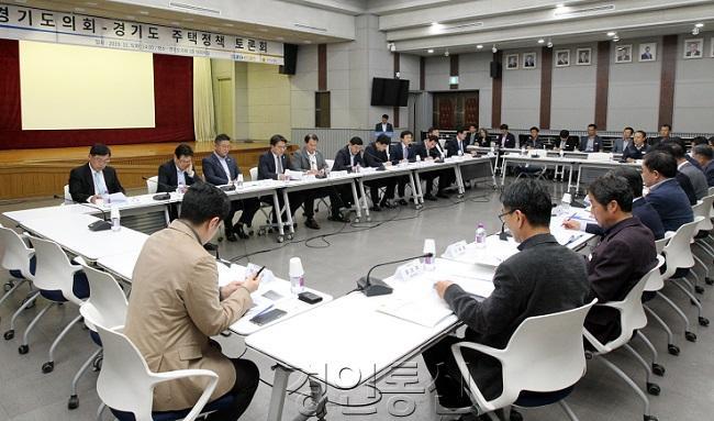 191105 도시환경위, 경기도 주택정책 토론회 개최 (1).JPG