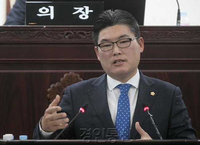 22 시정질문_황광용 의원.jpg