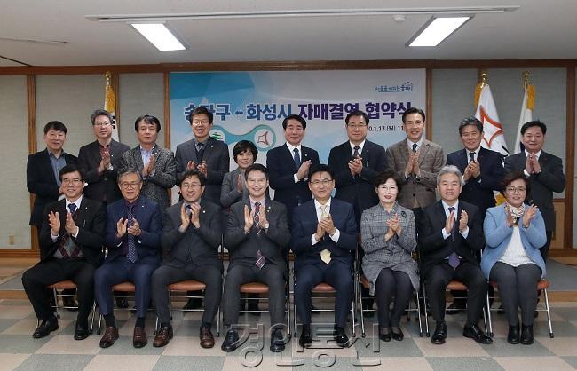 사진2-2. 자매결연 협약 단체 기념촬영 모습.JPG