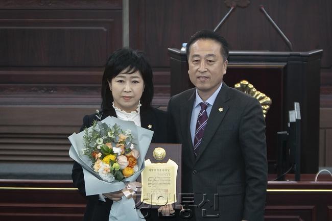 2화성시의회 차순임 의원, 제12회 지방의정봉사대상 수상.jpg