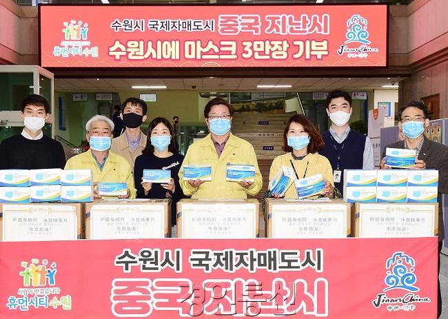 수원시 국제자매·결연도시가 기부한 마스크 속속 도착 2.jpg