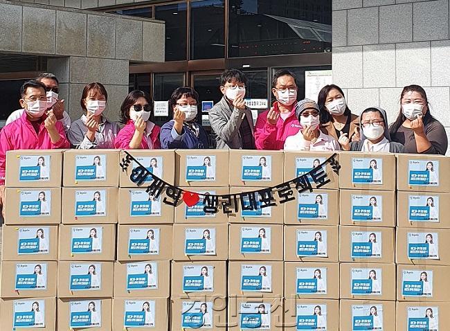 송가인 팬클럽'어게인(Again)' 경기남부 지역 회원들, 수원시에 유기농 생리대 40박스 기부.jpg
