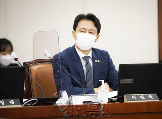 이탄희 의원.jpg