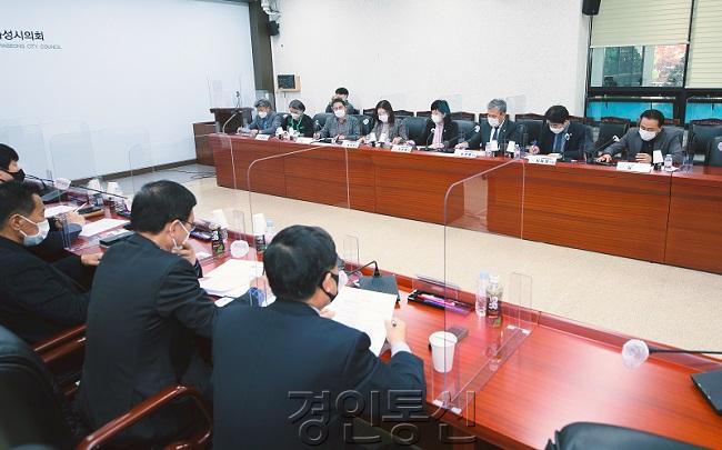 화성시의회 경제환경위원회(2).jpg